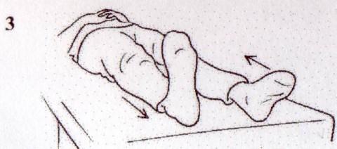 両脚を片方ずつ伸ばす